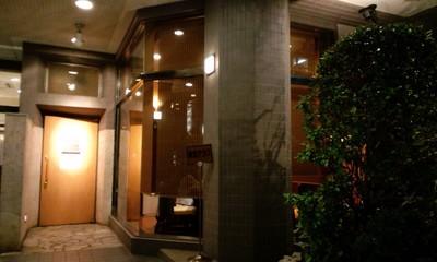 ダイニングラウンジ アコークローの店舗入り口