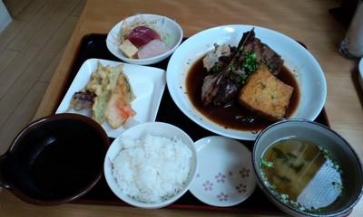 さかなや厨房 海山味(KAZAMI)のおすすめ鮪テールと島豆腐の煮つけ