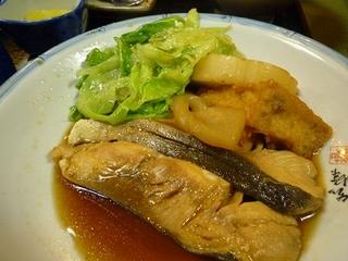 海鮮居食処 万潮の煮付けされた魚