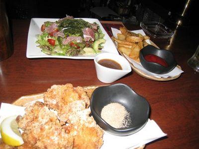 icharibar!?(イチャリバー)の海ぶどうと生ハムサラダ・若鶏の唐揚げ・皮付きポテト